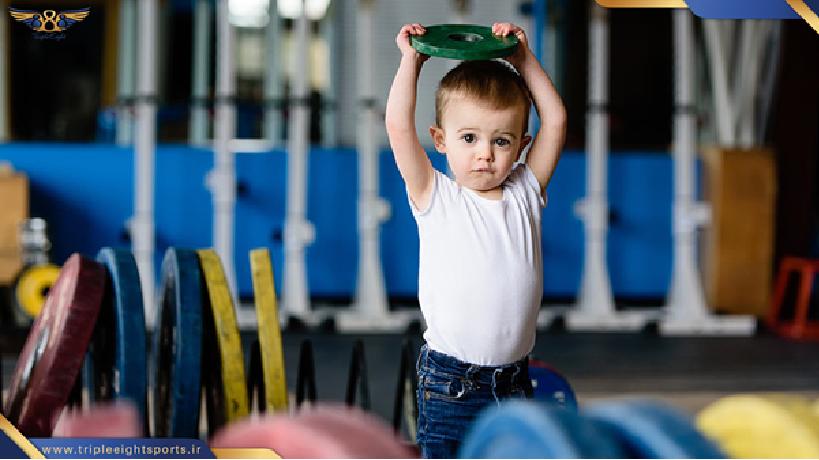 ورزش کراس فیت ورزشی برای تمام گروههای سنی با آمادگی های بدنی مختلف است .