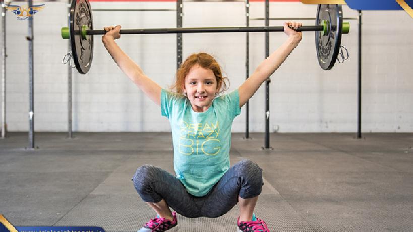 تفکیک سنی این نکته بسیار مهم است که کودک شما با هم سن های خودش به ورزش بپردازد زیرا که کودکان از لحاظ جثه بدنی و درک ذهنی میایست در یک سطح باشند تا از آسیب های بدنی و ذهنی در امان بمانند و در زمان تمرین آنها بزرگسالان در سالن ناشند زیرا با تمرینات خود و یا پرتا وزنه میتوانند به کودکان آسیب برسانند .